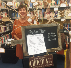 linda-at-bookstore-with-fudge-sign